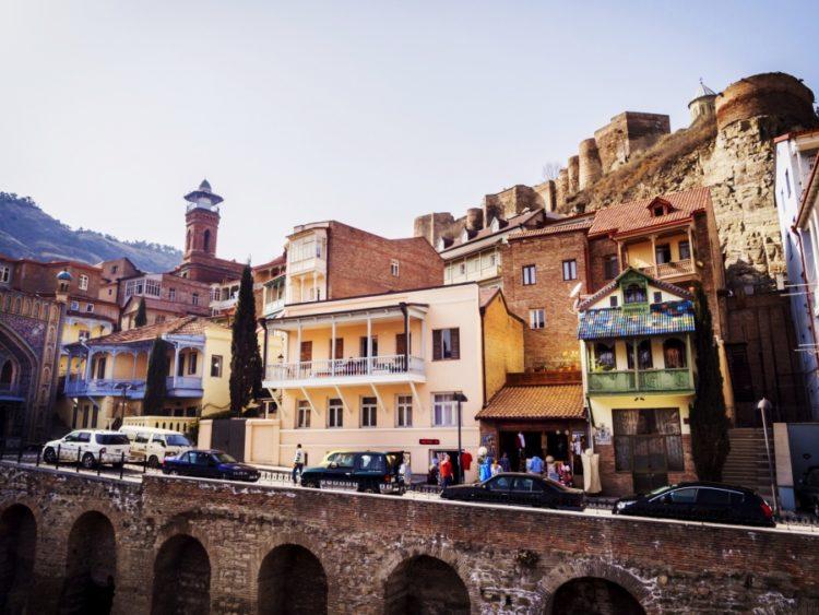 Жизнь в тбилиси отзывы фильмы про дубай смотреть